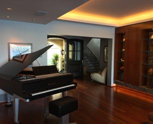 Coronado soffit lighting in living room
